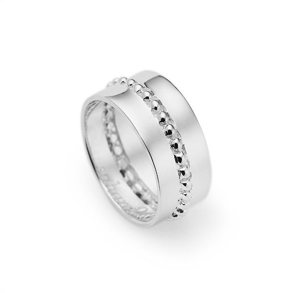 Sahara Ring, Julie